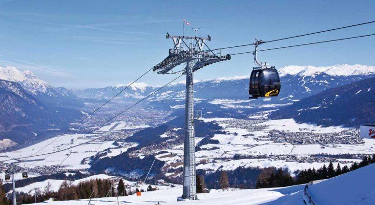 Gondelbahn Peter-Anich mit Blick auf Innsbruck