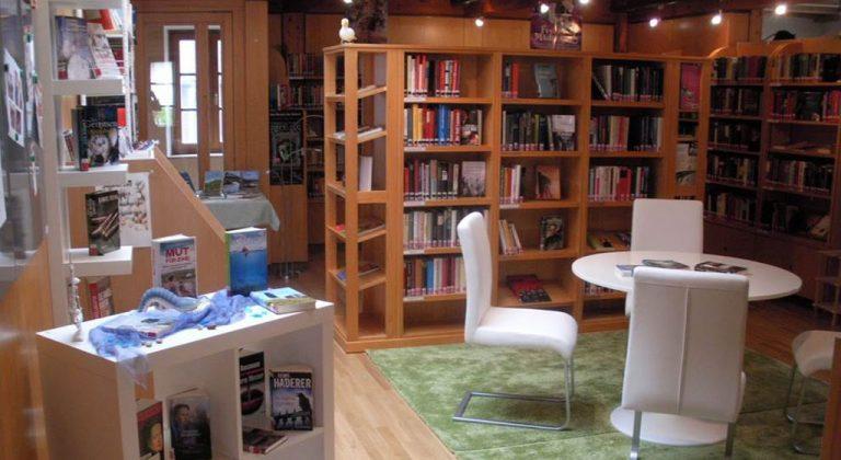 Blick in die Bücherei Oberperfuss