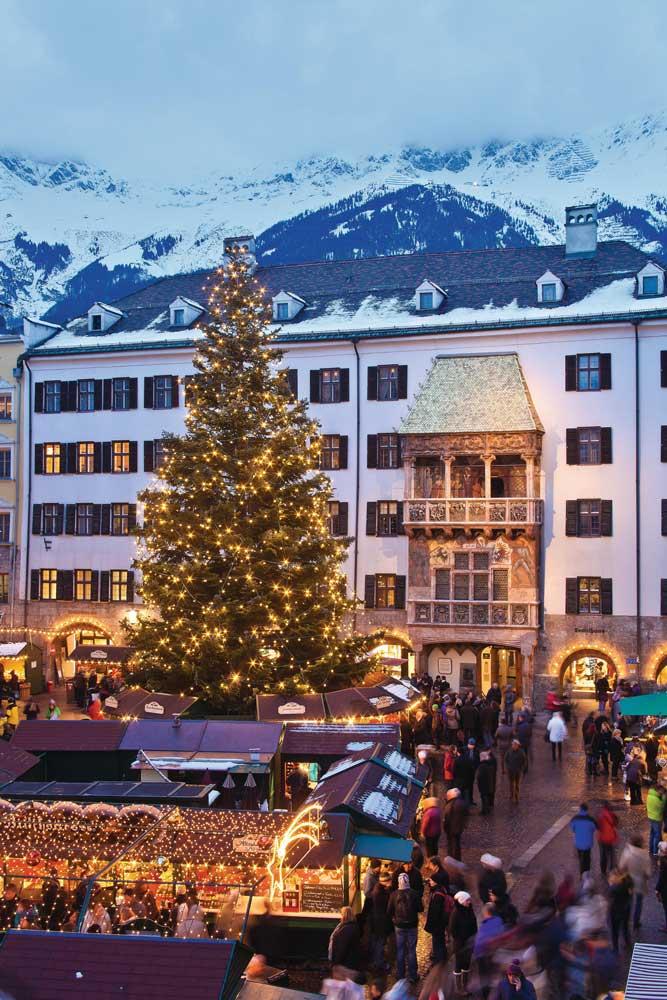 Goldenes Dachl in Innsbruck mit Christkindlmarkt